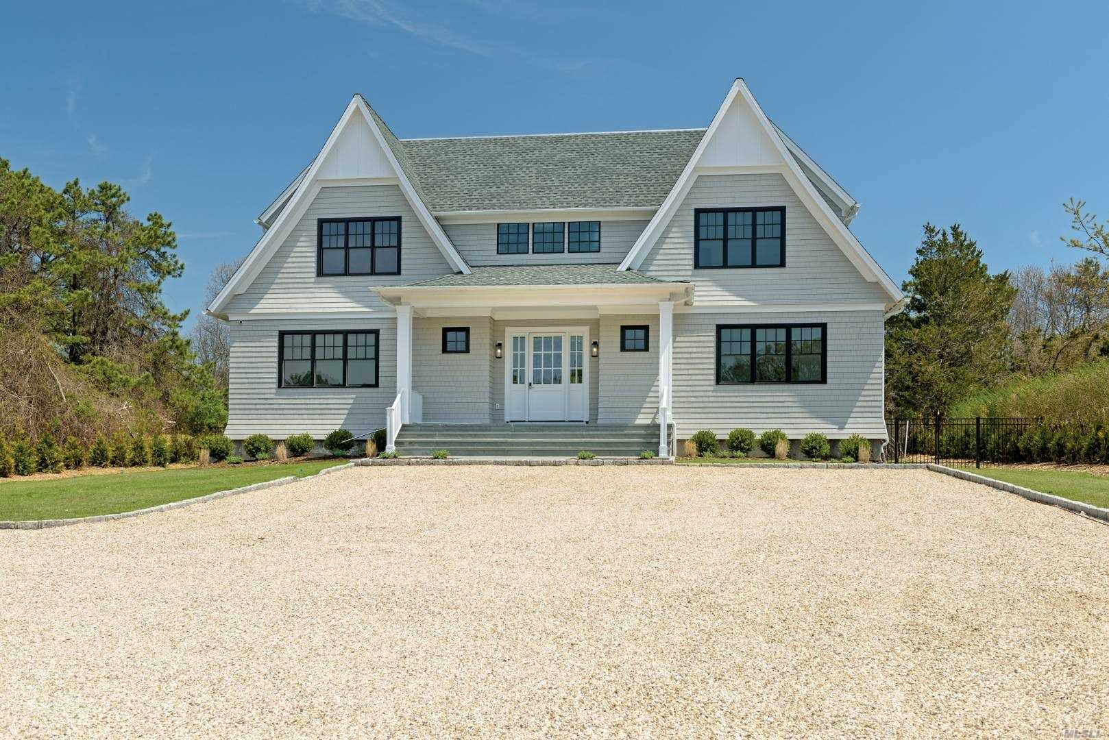 Residential For Sale in 18 Greenfield Road, Southampton, NY ,11968
