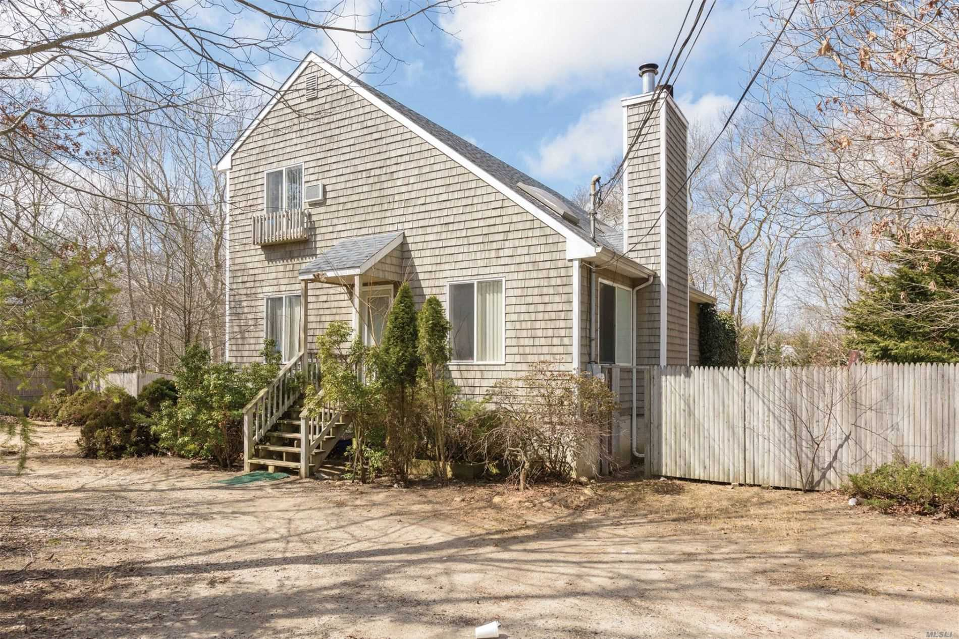 Residential For Sale in 1 Montgomery Ave, East Hampton, NY ,11937