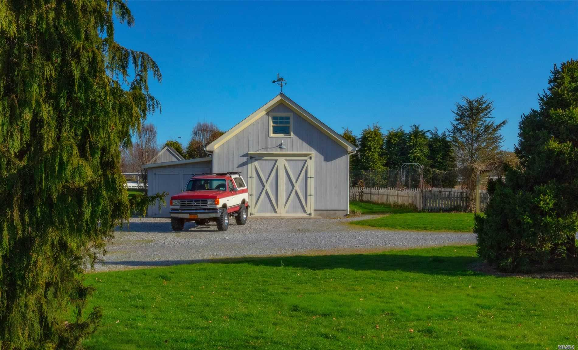 Residential For Sale in 16 Woodlawn Ave, East Moriches, NY ,11940