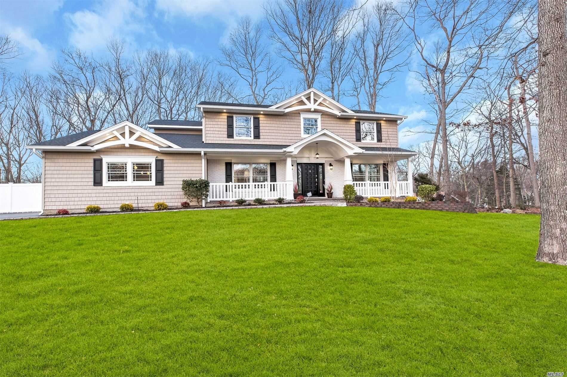Residential For Sale in 34 Hastings Dr, Fort Salonga, NY ,11768