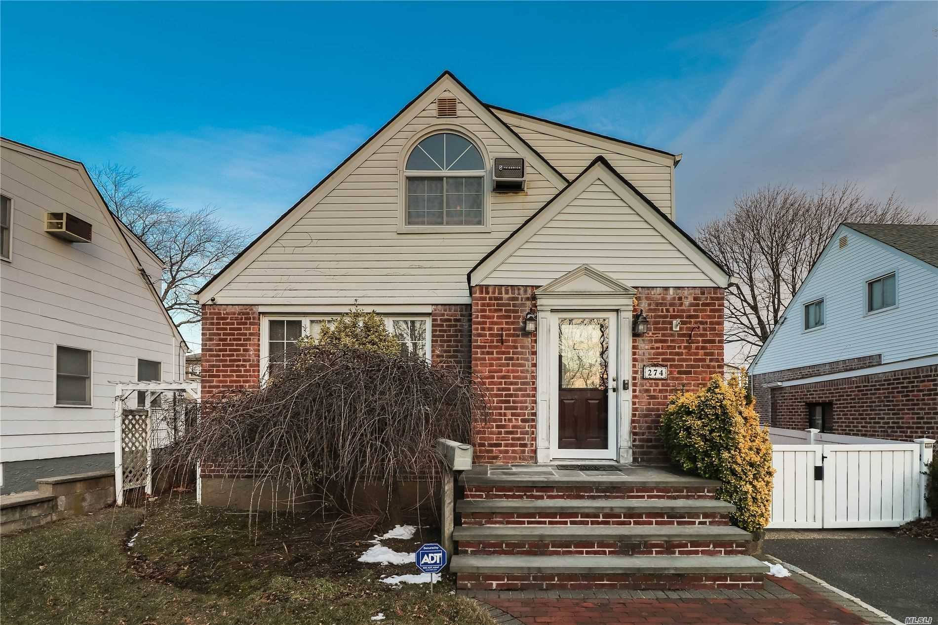 Residential For Sale in 274 Whitehall Road, Garden City S., NY ,11530