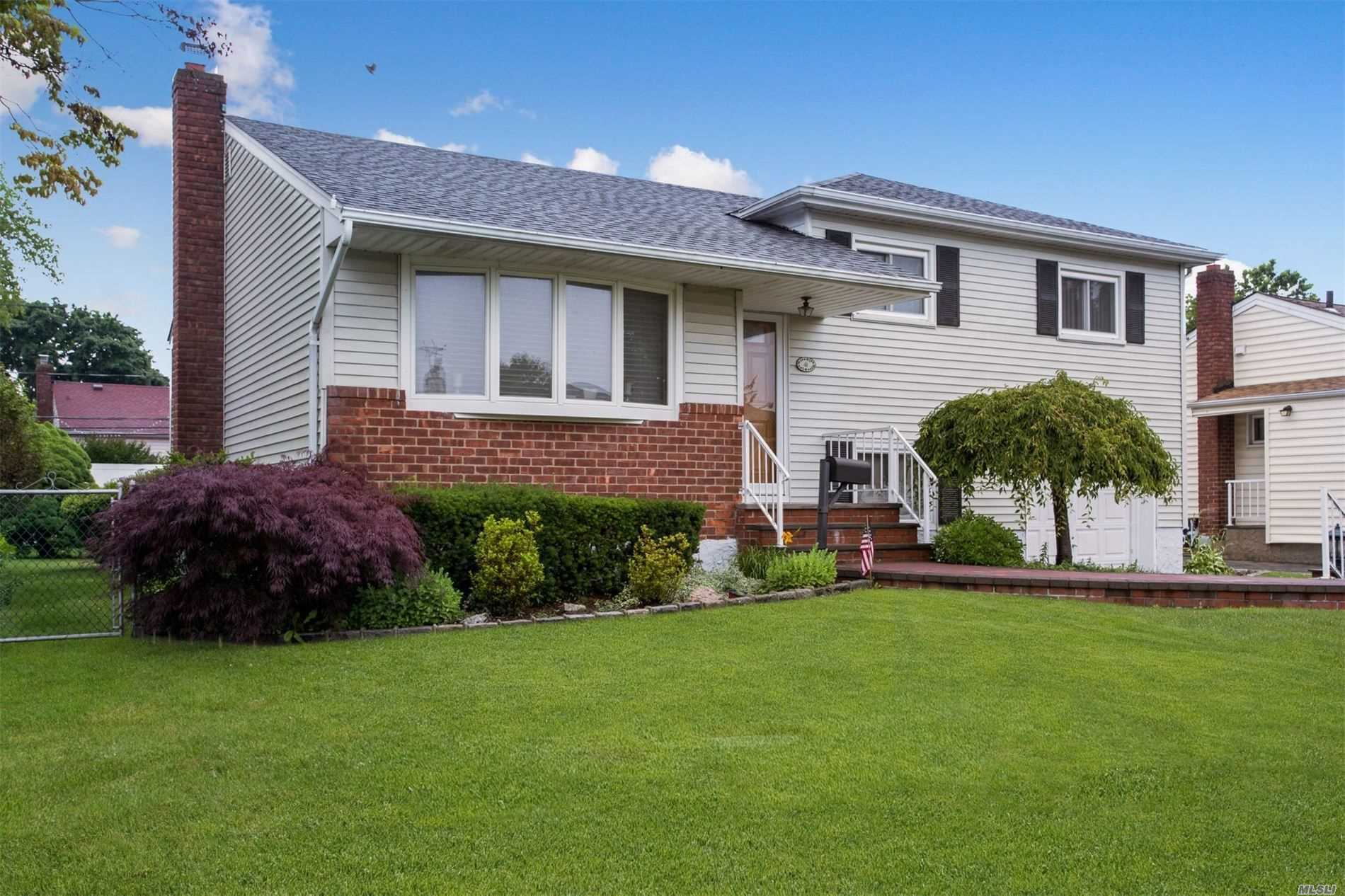 Residential For Sale in , Hicksville, NY ,11801
