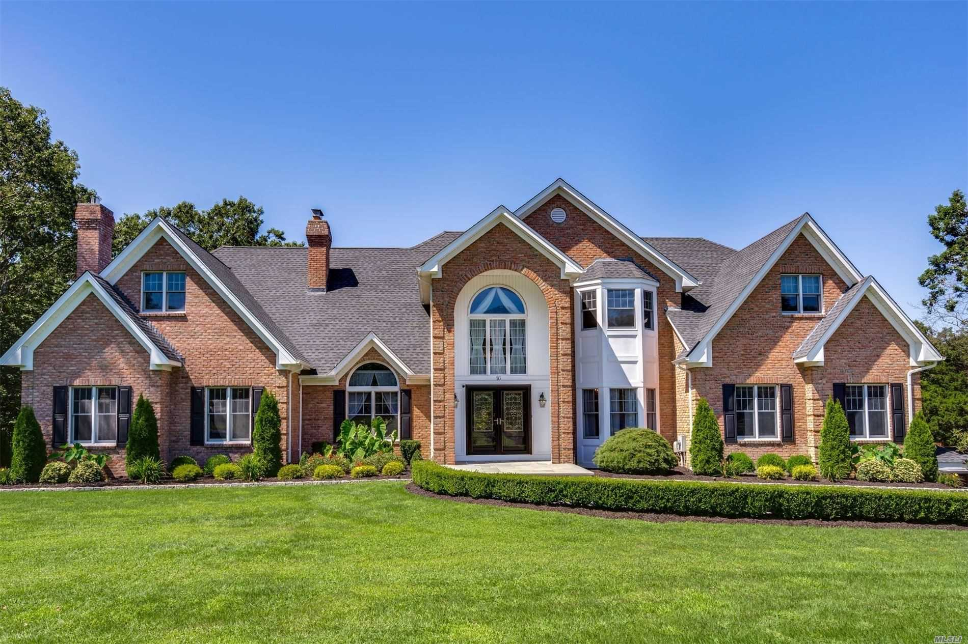 Residential For Sale in 16 Wood Hollow Ln, Northport, NY ,11768