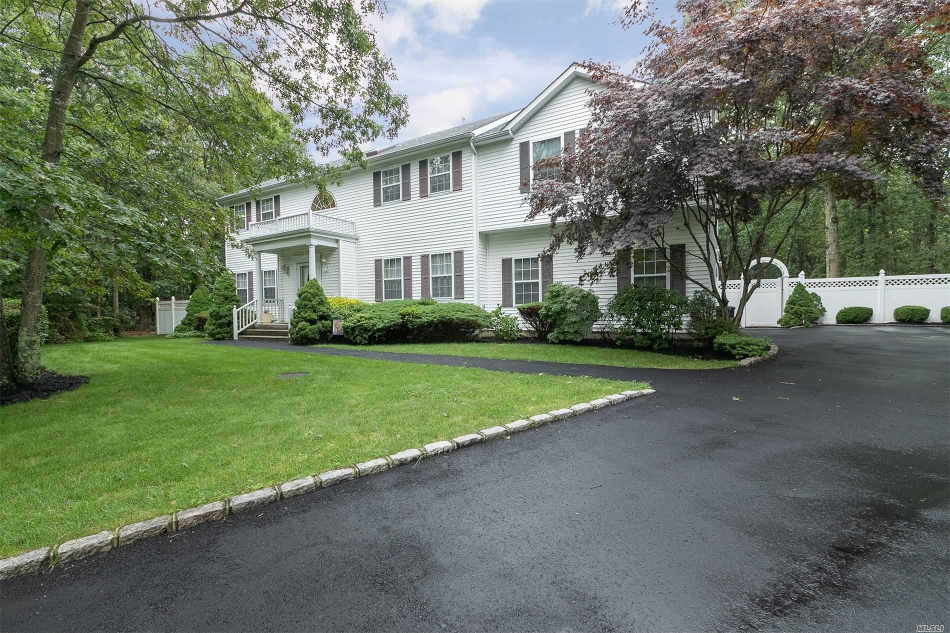 Residential For Sale in 3 Framingham Ln, Shoreham, NY ,11786