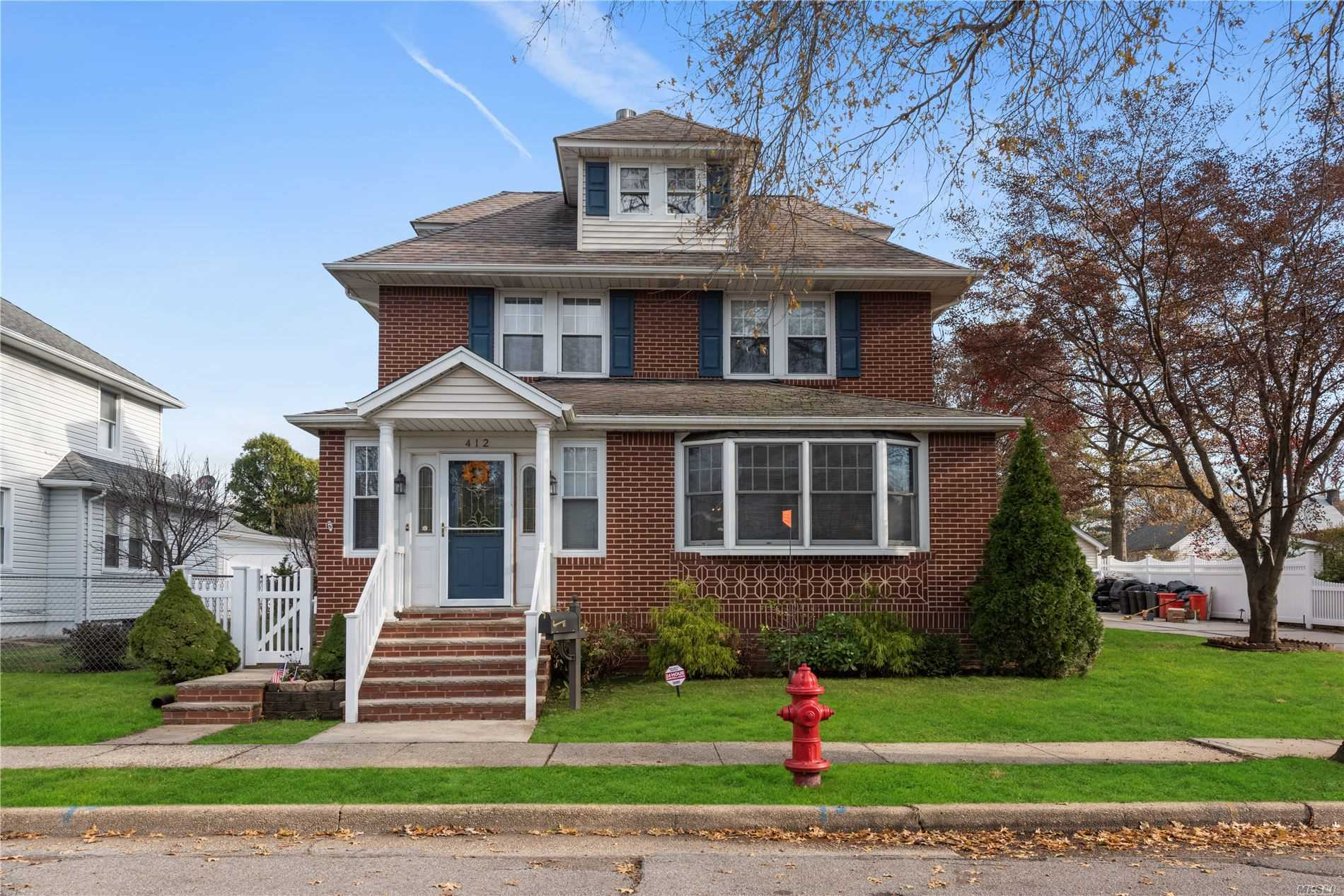 Residential For Sale in 412 Horton Hwy, Mineola, NY ,11501