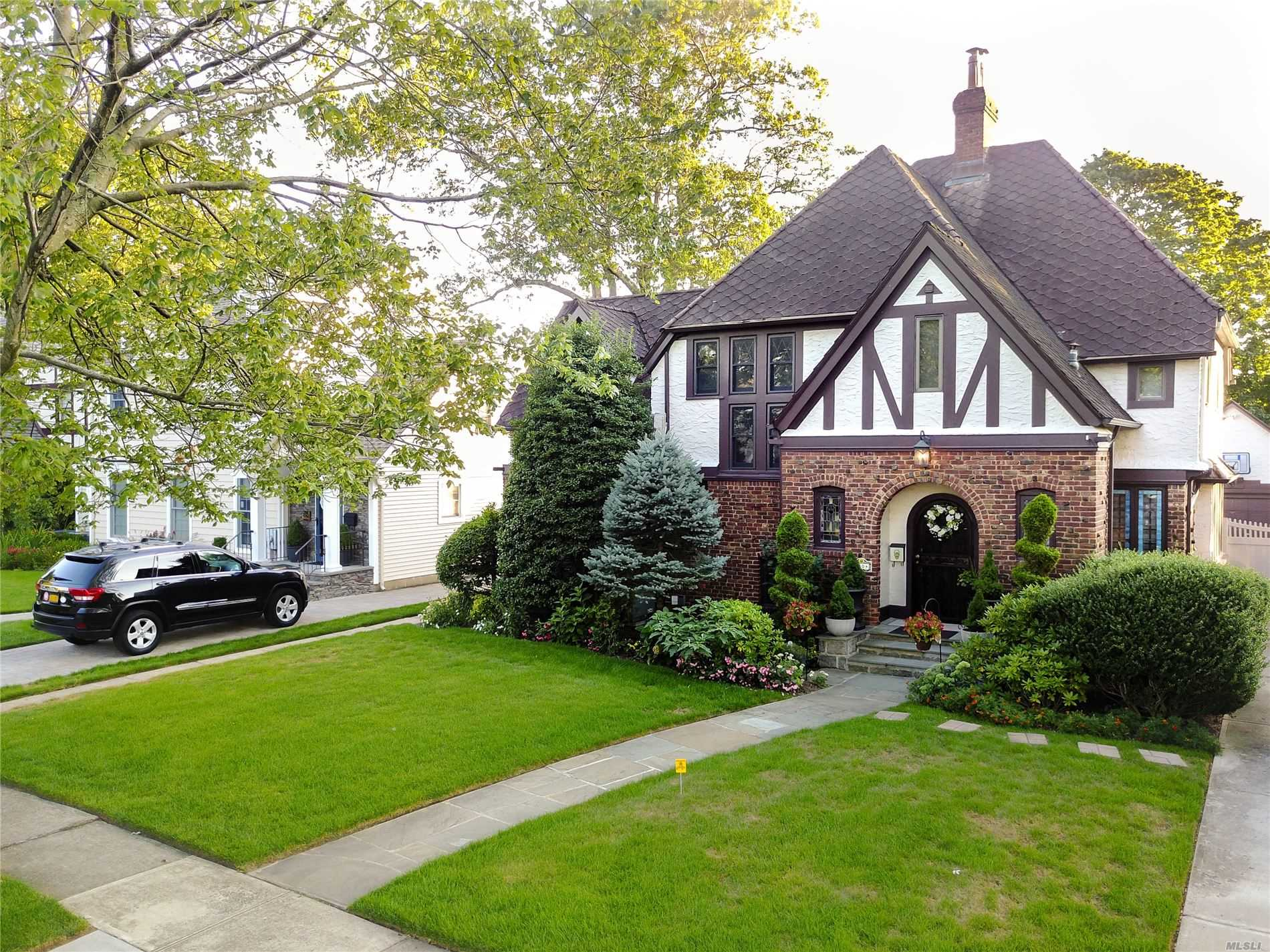 Residential For Sale in 30 Roxbury Rd, Rockville Centre, NY ,11570