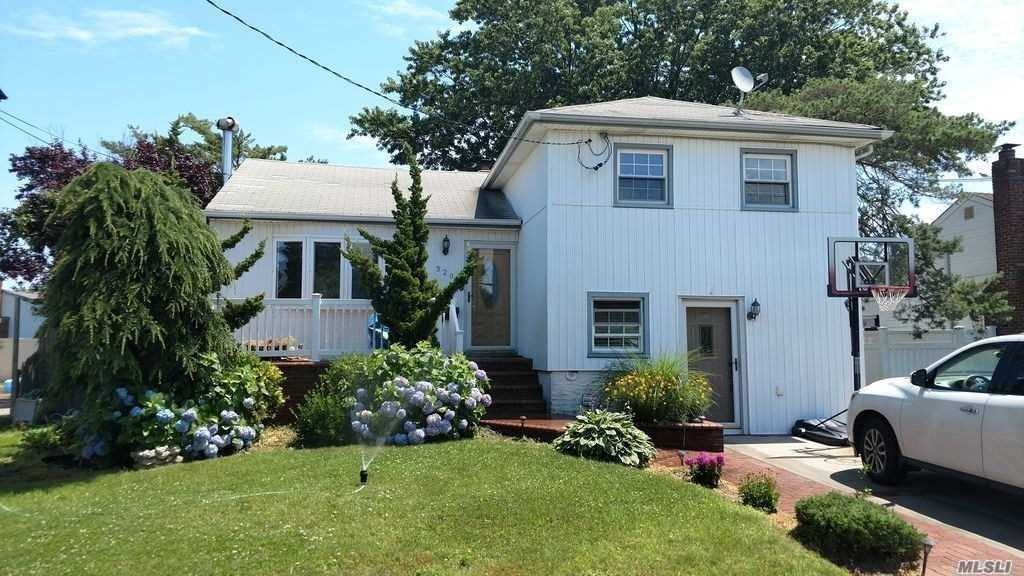 Residential For Sale in 320 Finger Island Rd, Inwood, NY ,11096