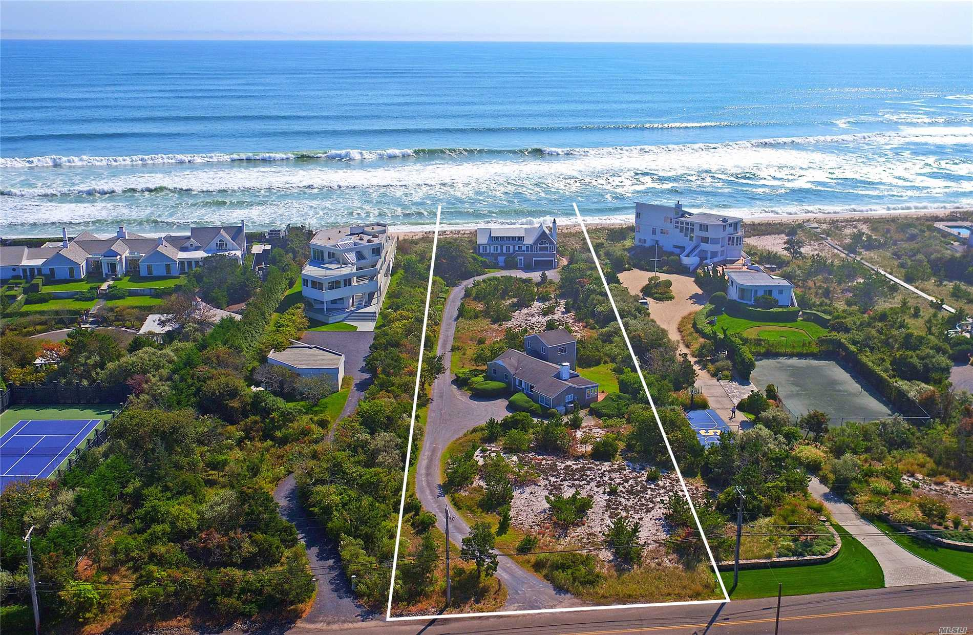 Residential For Sale in 182 Dune Rd, Quogue, NY ,11959