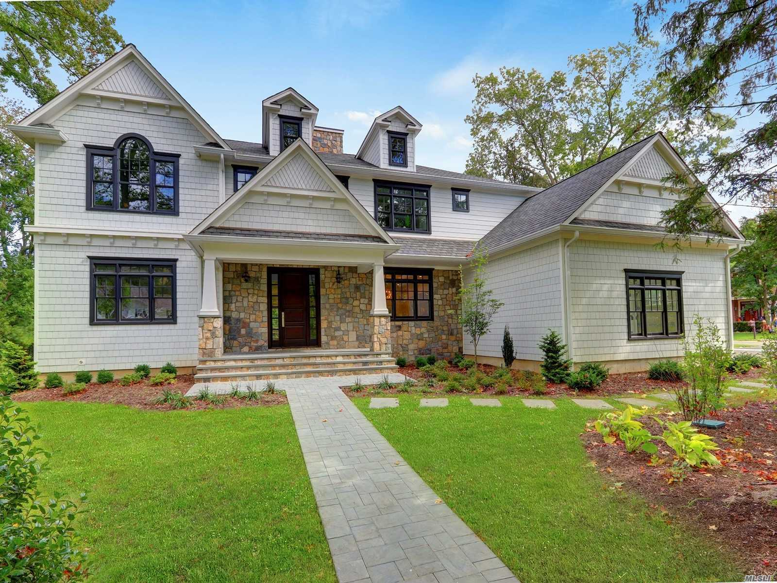 Residential For Sale in 6 Farmview Rd, Port Washington, NY ,11050