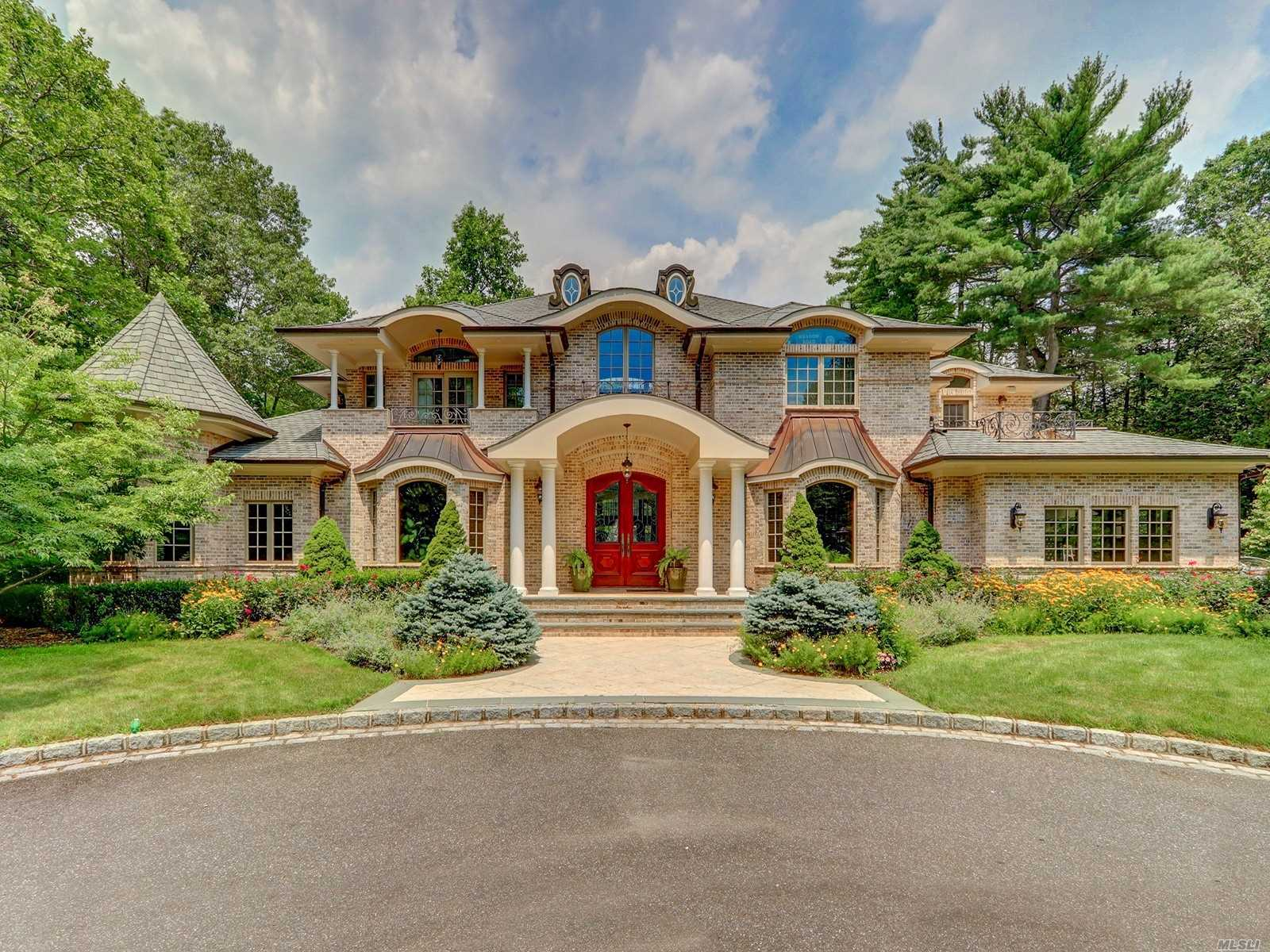Residential For Sale in 15 Meadow Road, Old Westbury, NY ,11568