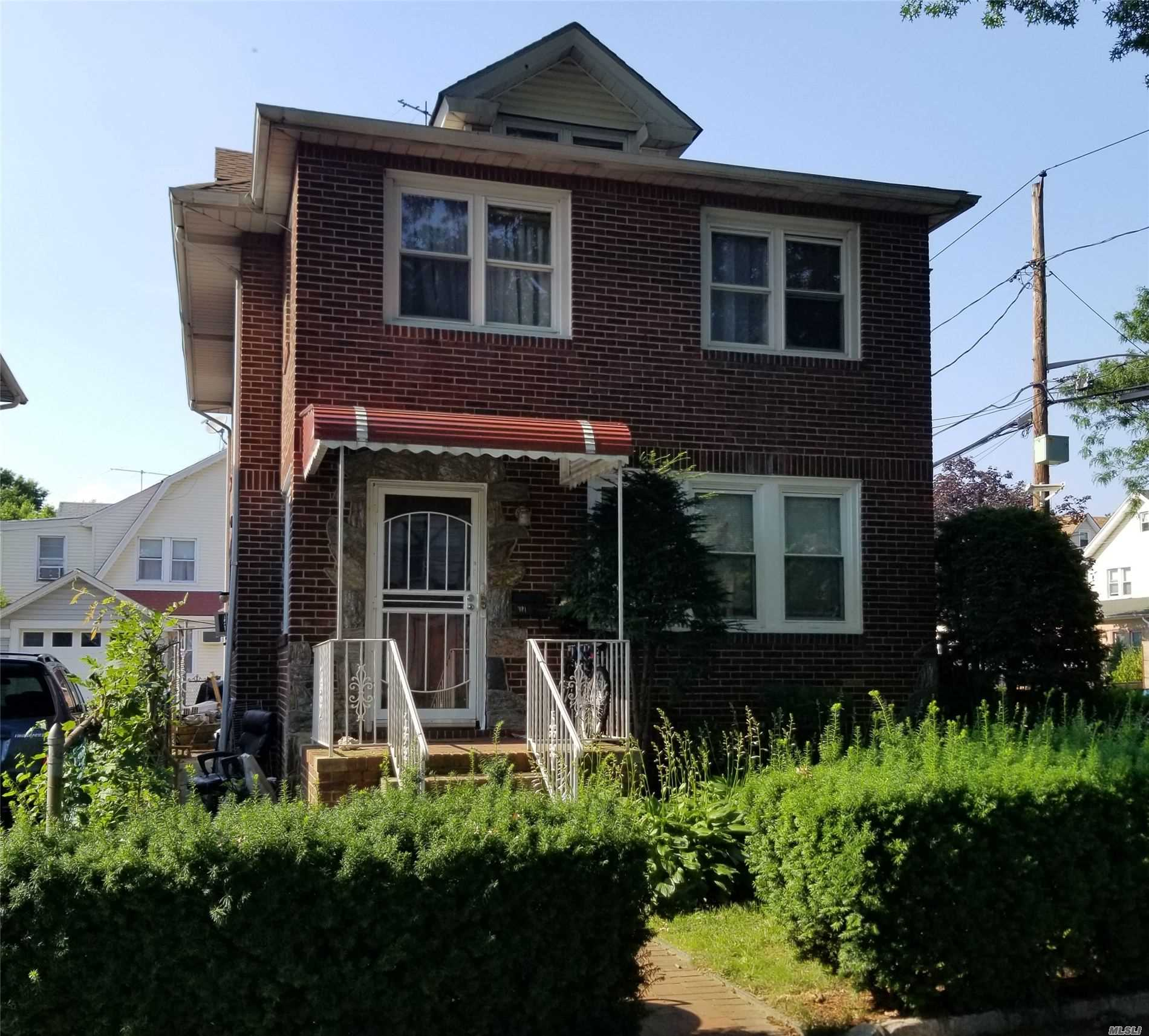 Residential For Sale in 181 Lowell Ave., Floral Park, NY ,11001