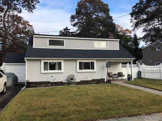 Residential For Sale in 7 Florida Ave, Copiague, NY ,11726