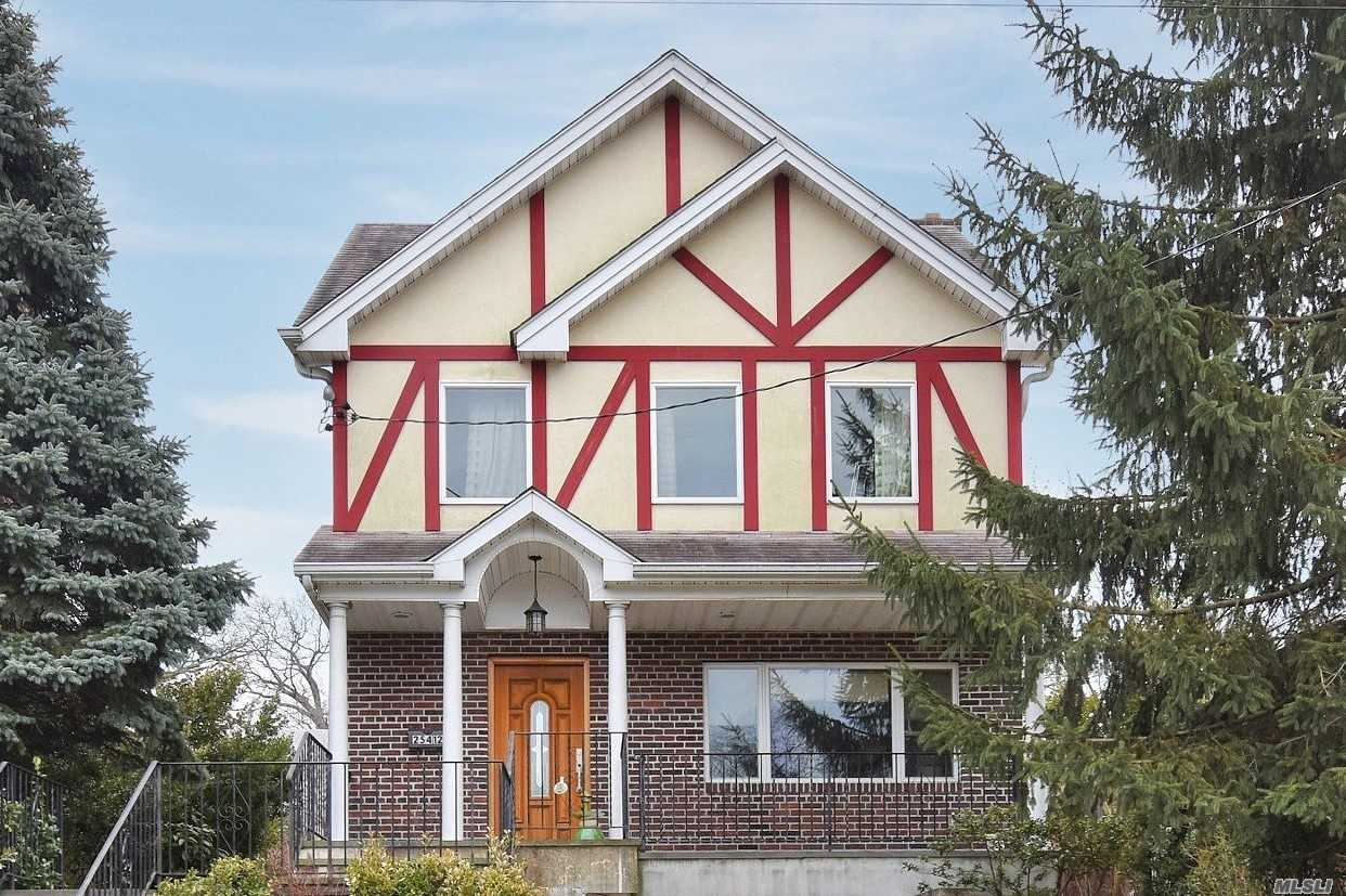 Residential For Sale in 15 Walden Ave, Great Neck, NY ,11020
