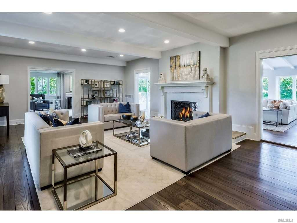 Residential For Sale in 2 Central Dr, Kings Point, NY ,11024