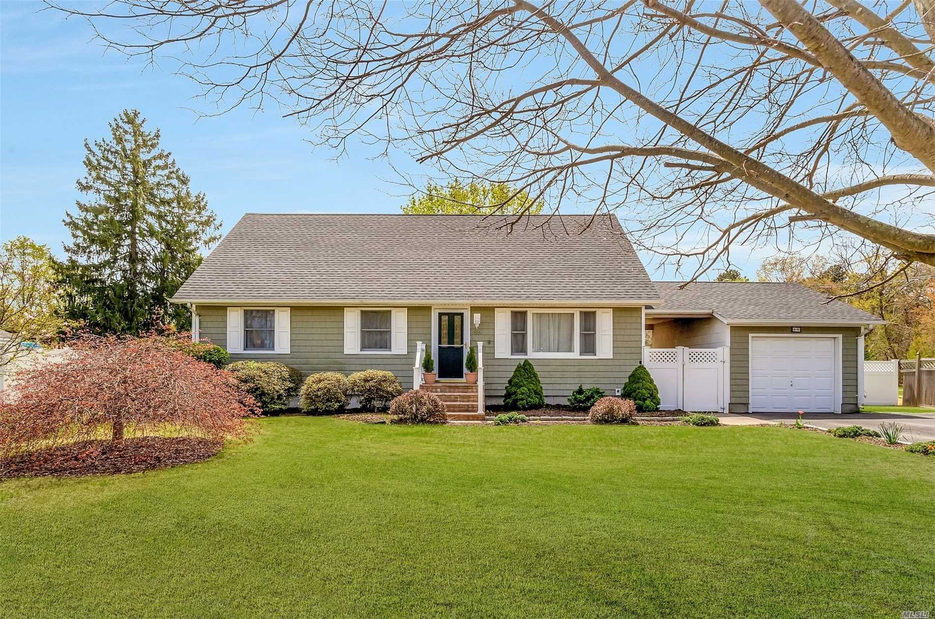 Residential For Sale in 86 Floral Park St, Islip Terrace, NY ,11752