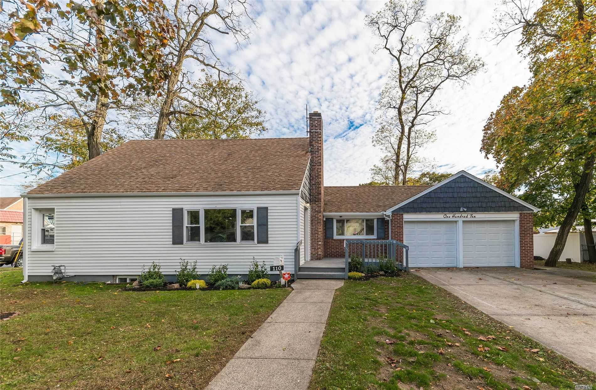 Residential For Sale in 110 Bedford Ave, Freeport, NY ,11520