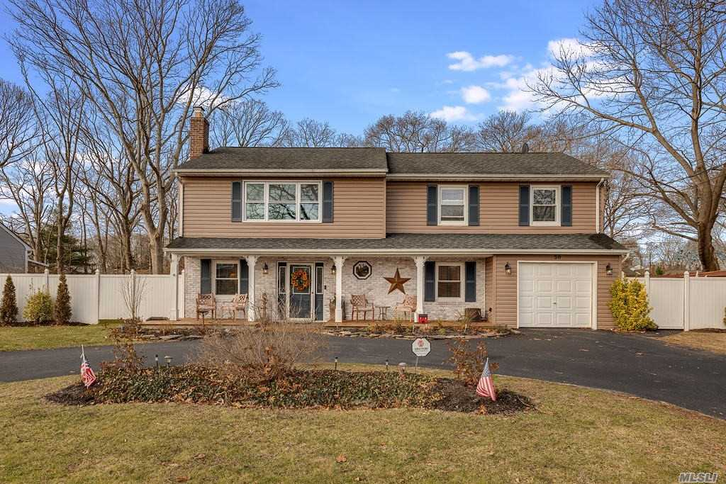 Residential For Sale in 30 Washington Ave, Holtsville, NY ,11742