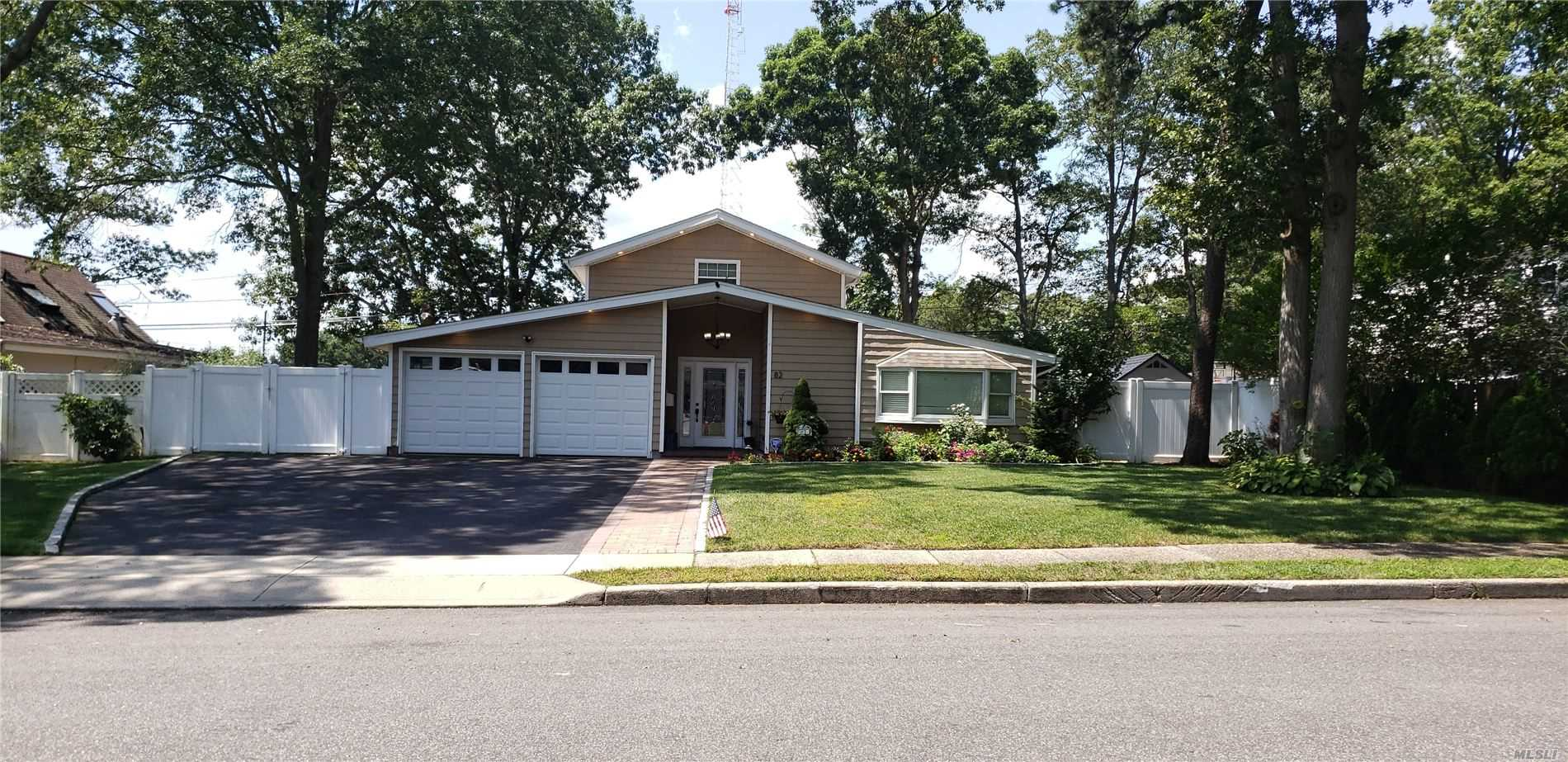 Residential For Sale in 82 Snowberry Ln, Islandia, NY ,11749