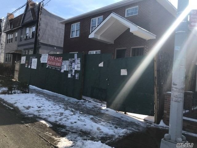 Residential For Sale in 61-30 55 Dr, Maspeth, NY ,11378