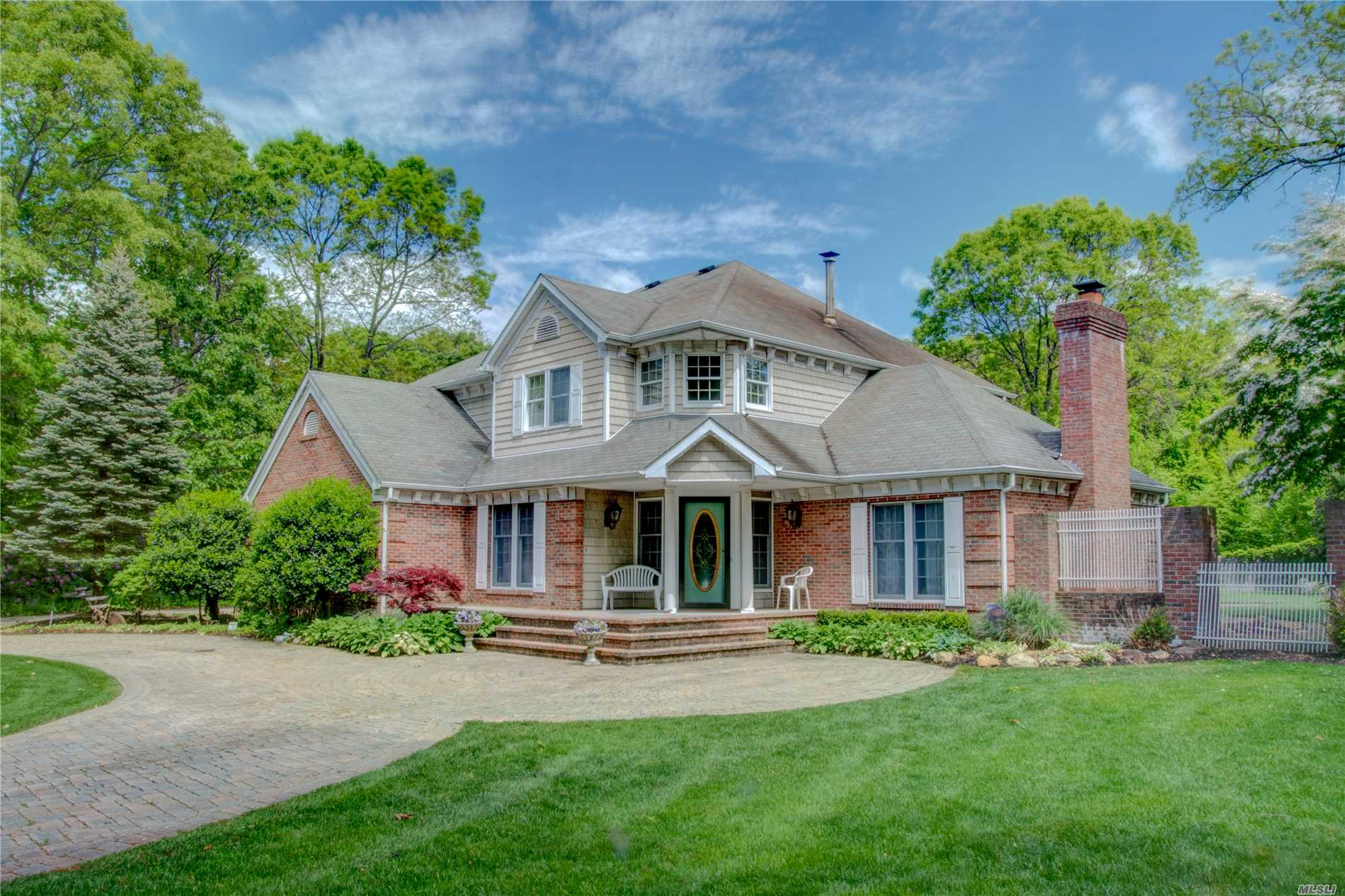 Residential For Sale in 5 Rockledge Ct, Rocky Point, NY ,11778