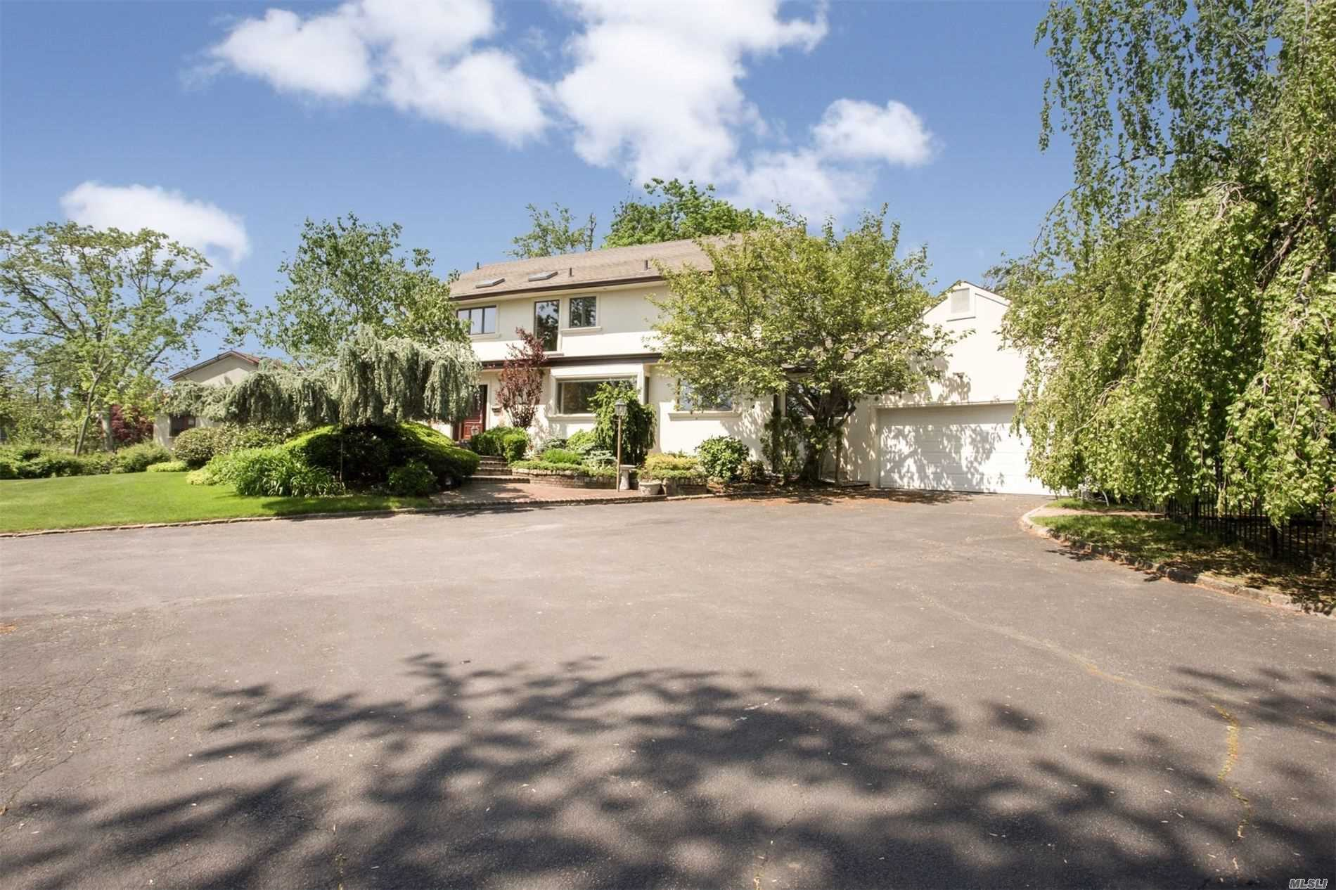 Residential For Sale in 6 Willow, Hewlett Harbor, NY ,11557