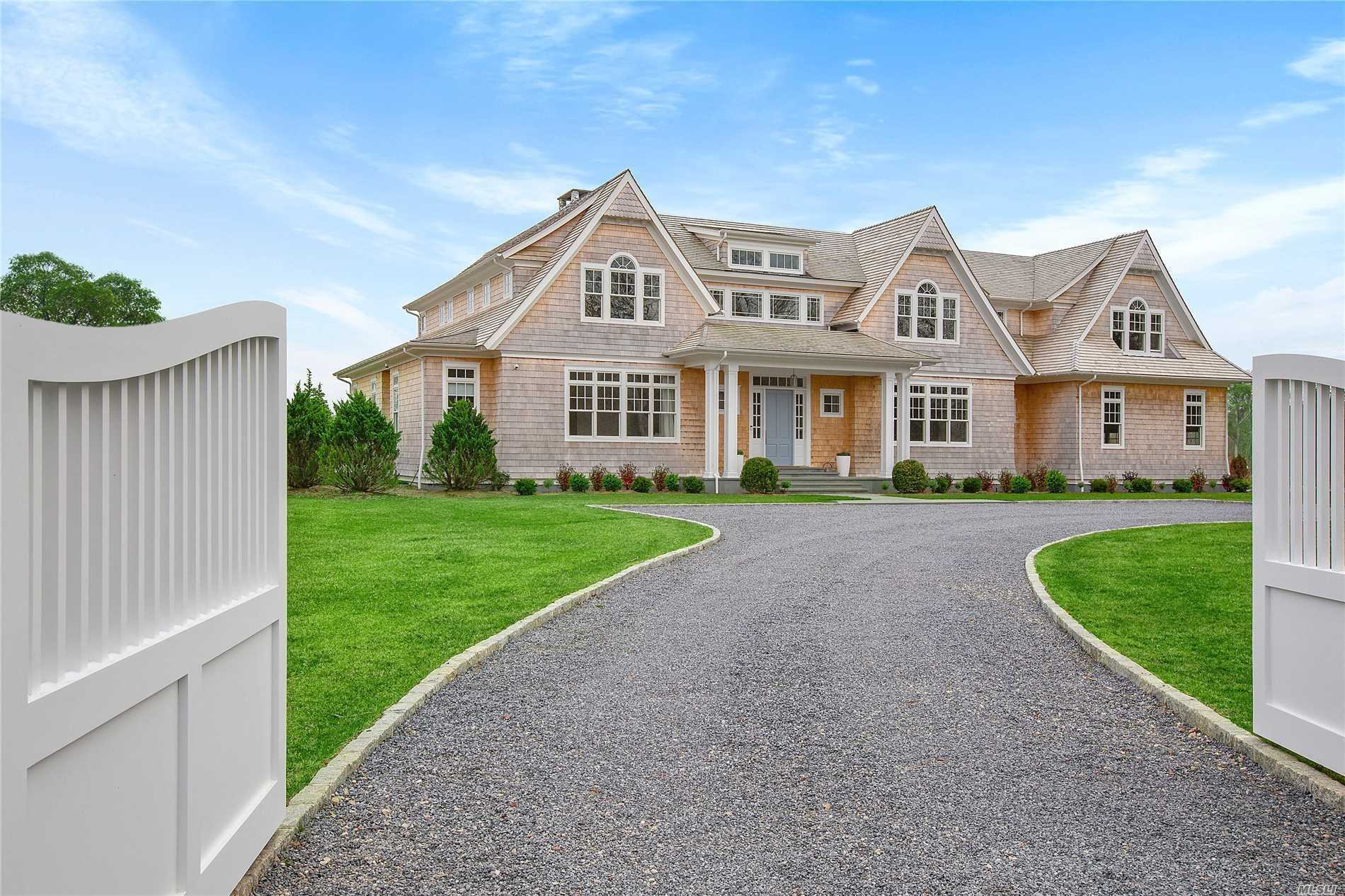 Residential For Sale in 22 Bay Rd, Quogue, NY ,11959