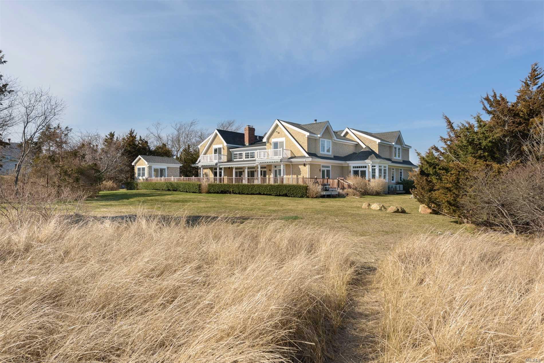 Residential For Sale in 1 Windermere Close, Hampton Bays, NY ,11946