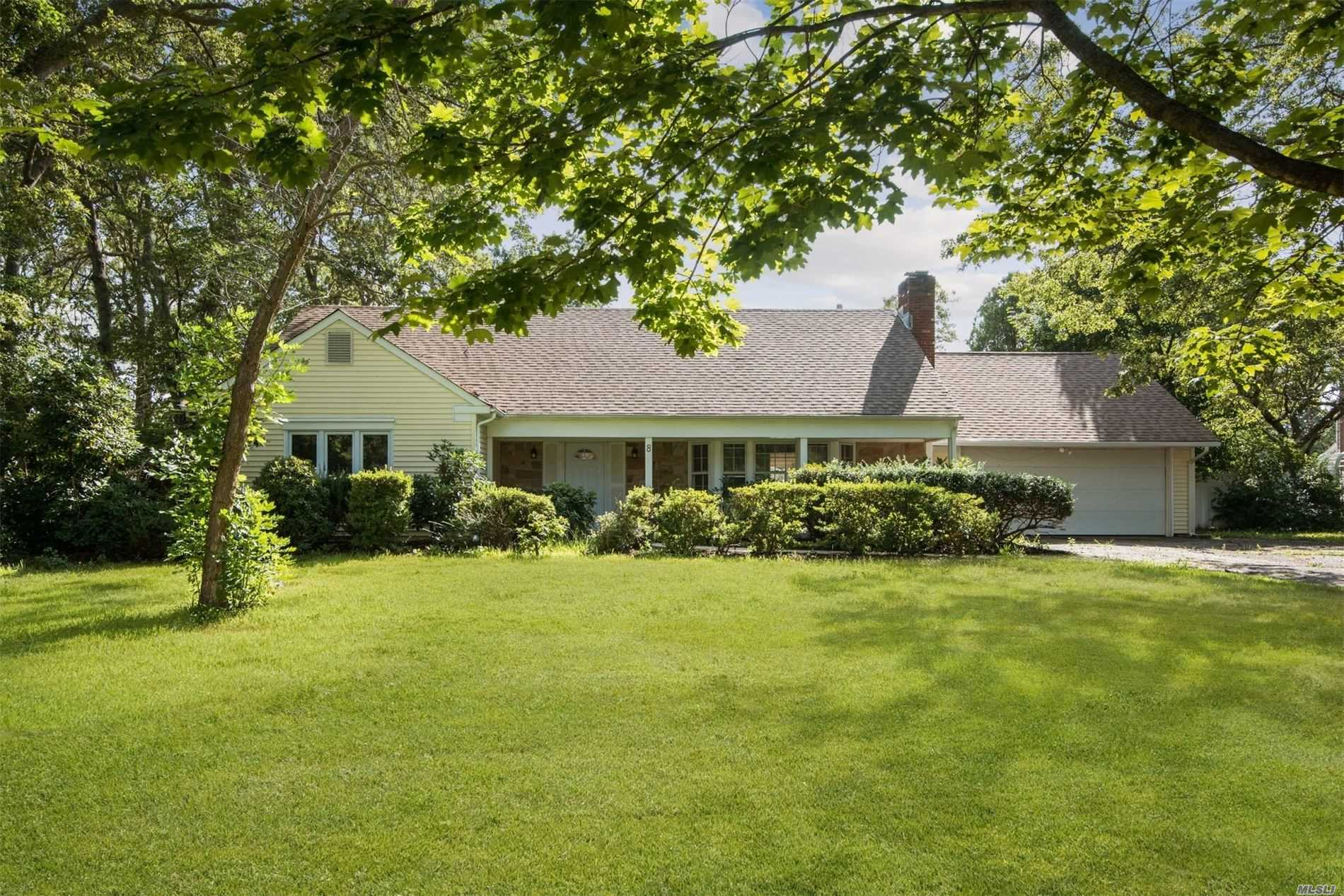 Residential For Sale in 8 Wycomb Ct, Coram, NY ,11727