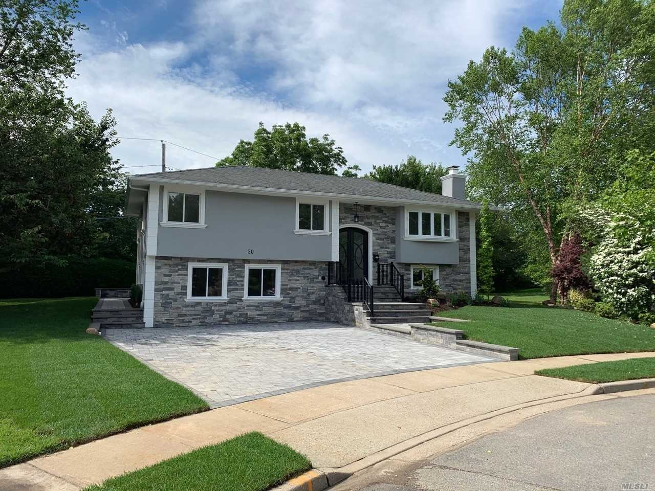 Residential For Sale in 30 Schoharie Ct, Jericho, NY ,11753