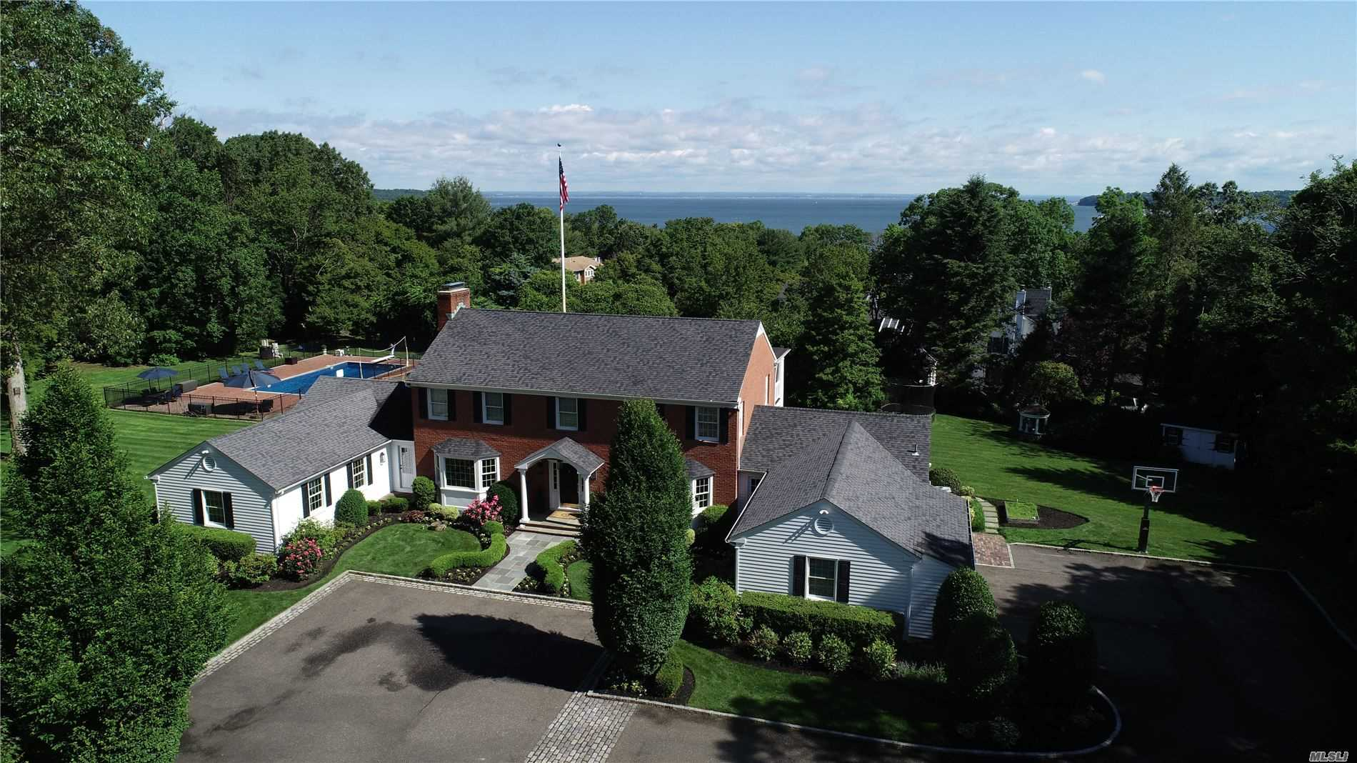 Residential For Sale in 19 Locust Ln, Huntington Bay, NY ,11743