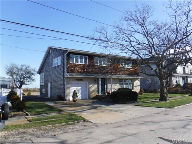 Residential For Sale in 26 Mineola Ave, Point Lookout, NY ,11569