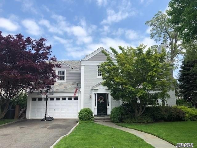 Residential For Sale in 101 Andover Rd, Rockville Centre, NY ,11570