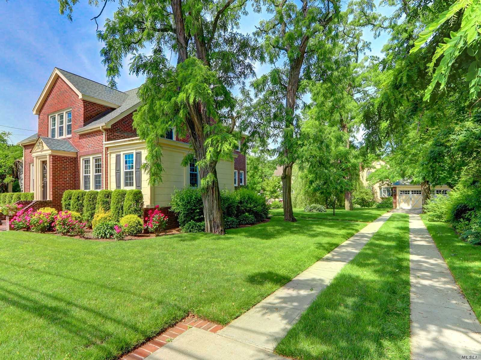 Residential For Sale in 205 Hempstead Ave, Malverne, NY ,11565