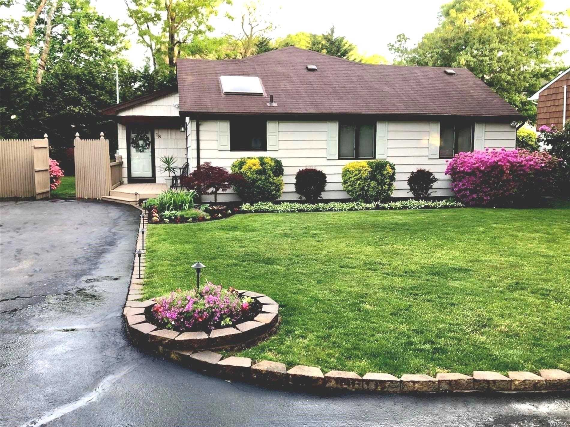 Residential For Sale in 18 Wainscott Drive, Sound Beach, NY ,11789