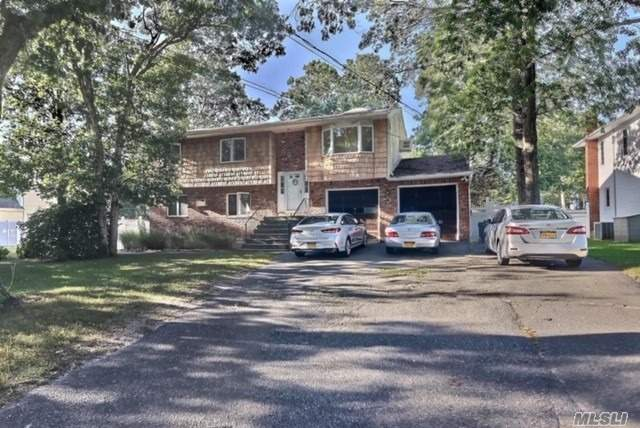 Residential For Sale in 449 Terry Blvd, Holbrook, NY ,11741