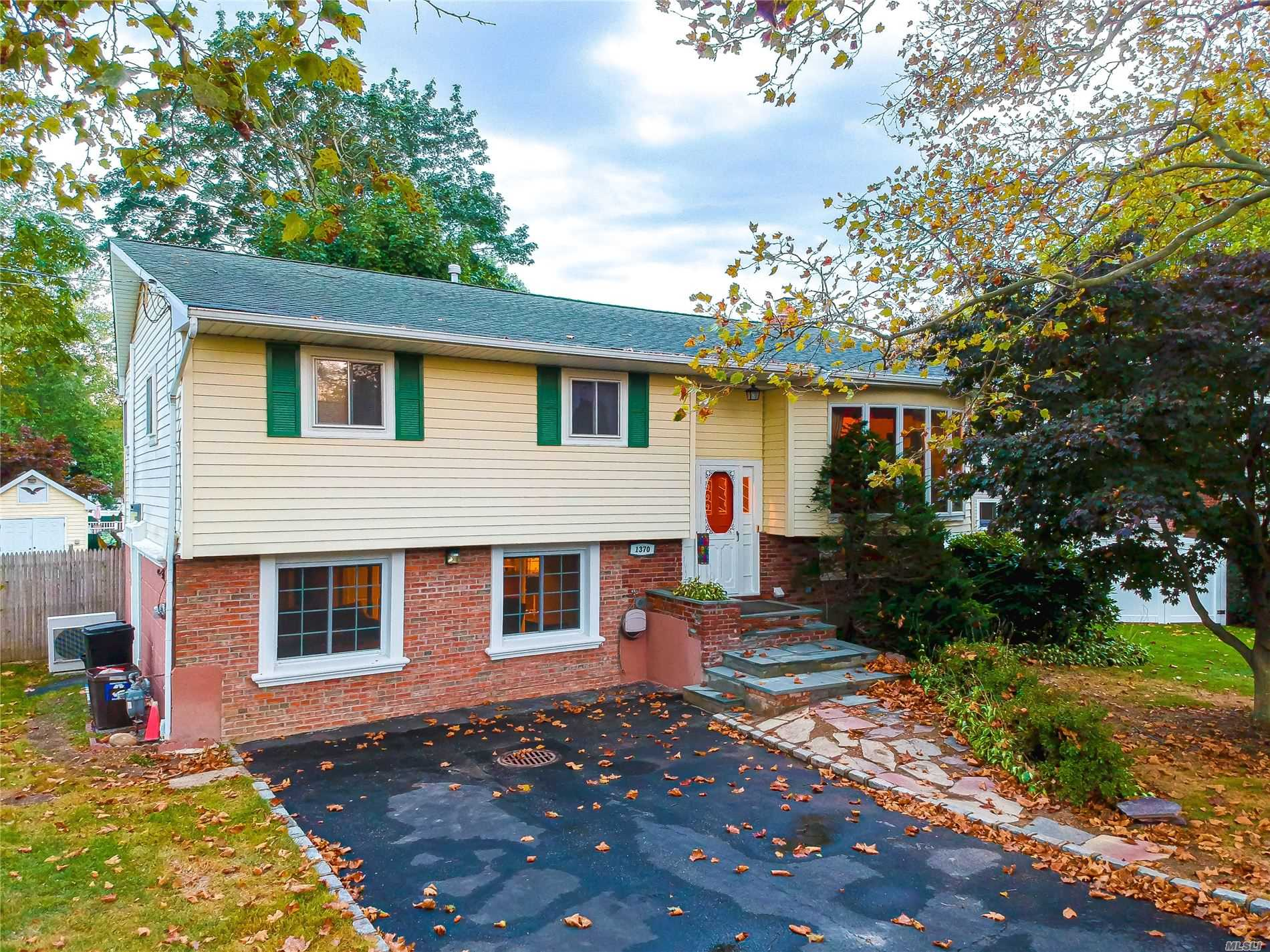 Residential For Sale in 1370 Pulaski Rd, E. Northport, NY ,11731