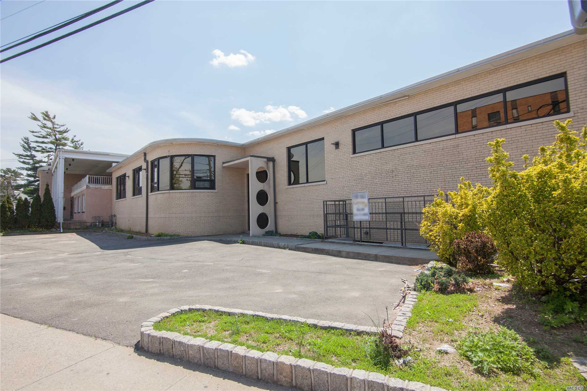 Commercial for sale in 171 Greenwich St, Hempstead, NY ,11550