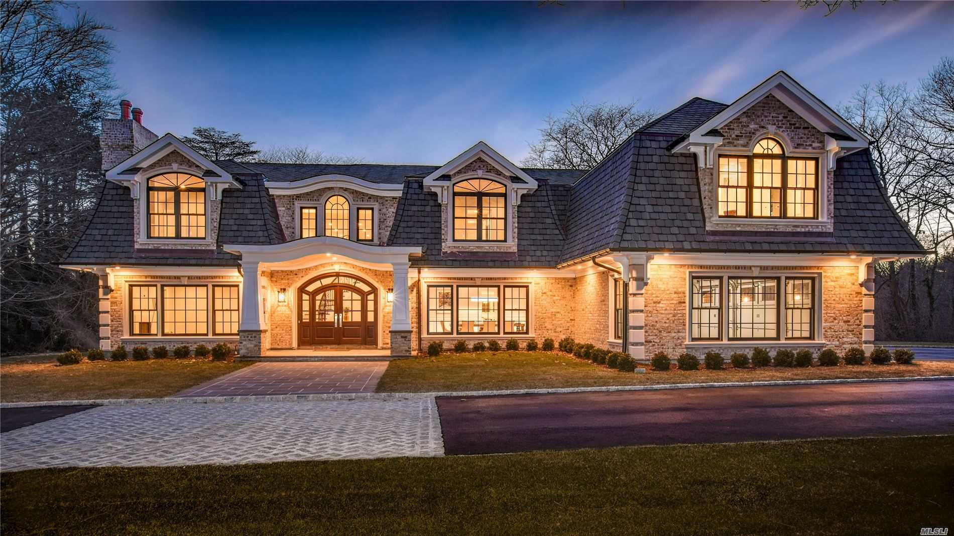 Residential For Sale in 22 Applegreen Dr, Old Westbury, NY ,11568