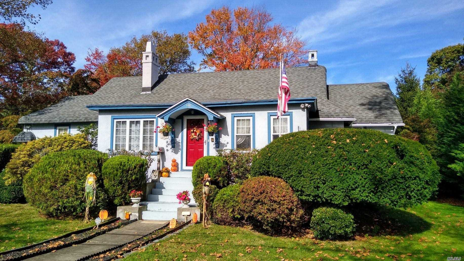Residential For Sale in 100 Hiawatha Dr, Brightwaters, NY ,11718