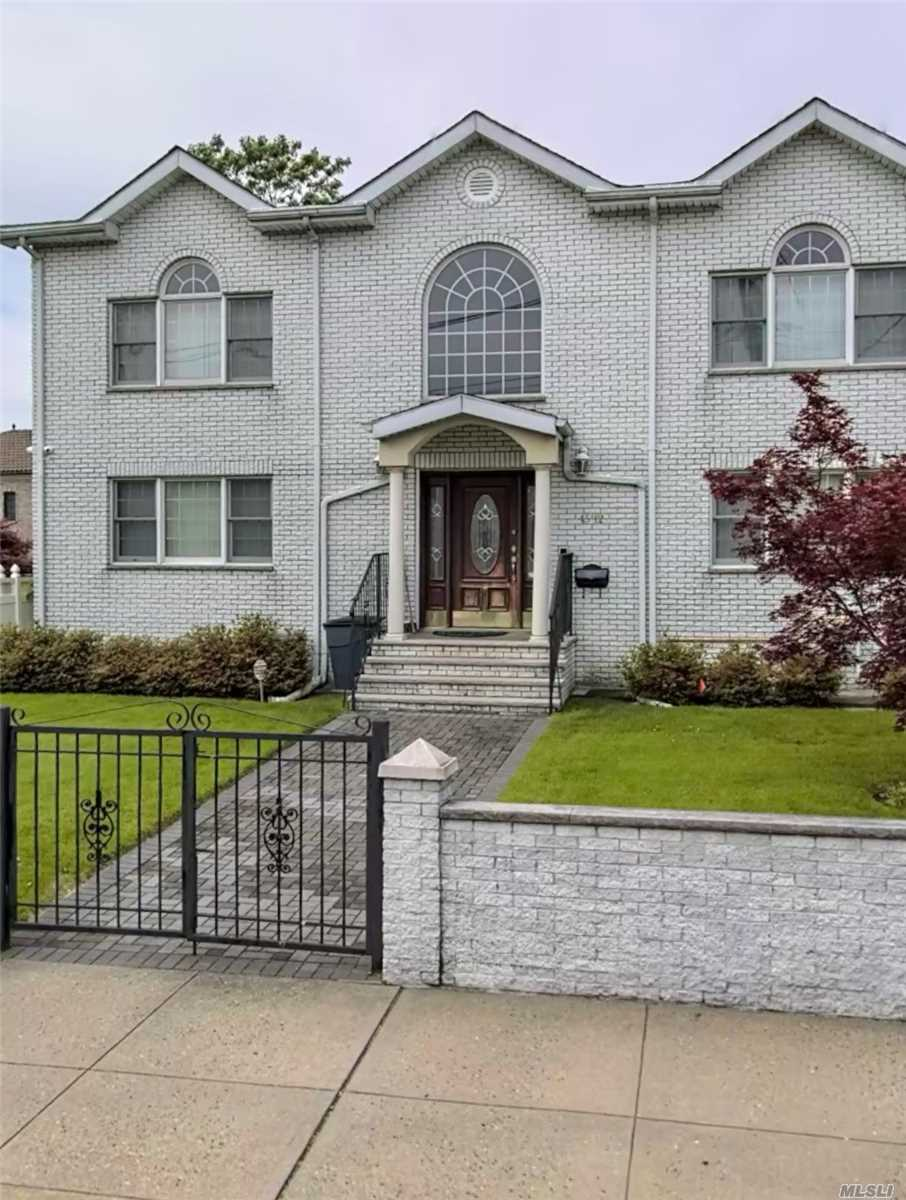 Residential For Sale in 45-12 244th St, Little Neck, NY ,11362