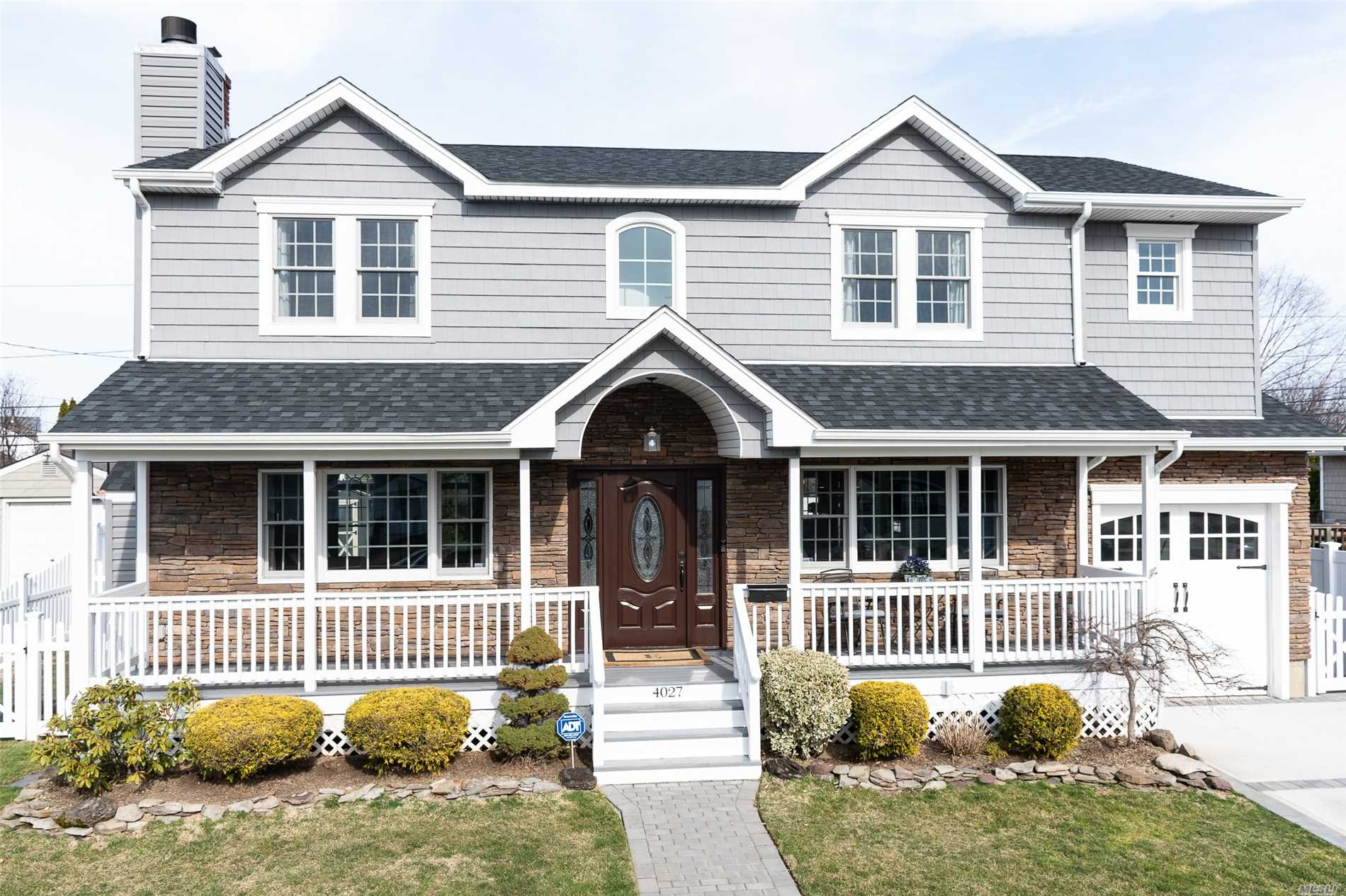 Residential For Sale in 4027 Maywood Dr, Seaford, NY ,11783