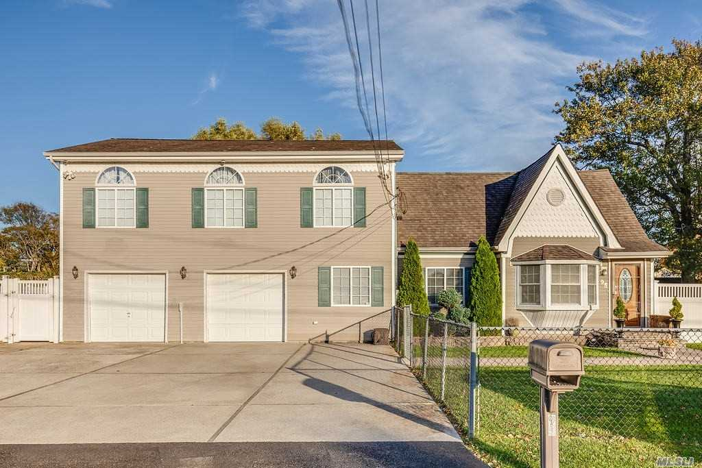 Residential For Sale in 95 Laurelton Dr, Mastic Beach, NY ,11951