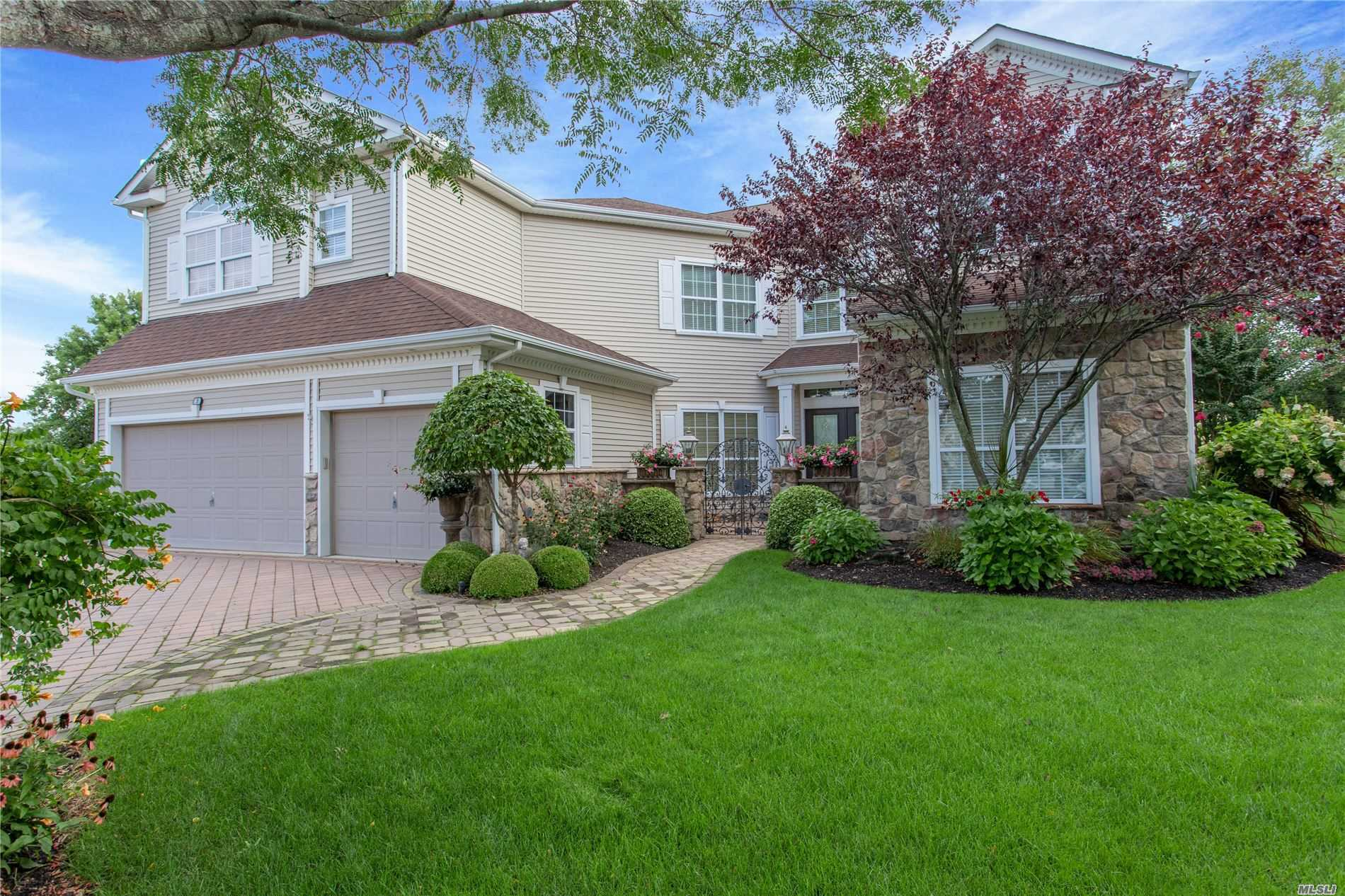 Residential For Sale in 3 Sawgrass Ct, Mt. Sinai, NY ,11766