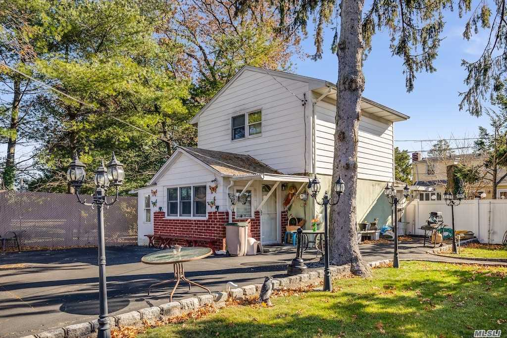 Residential For Sale in 1294 Warwick Street, Uniondale, NY ,11553