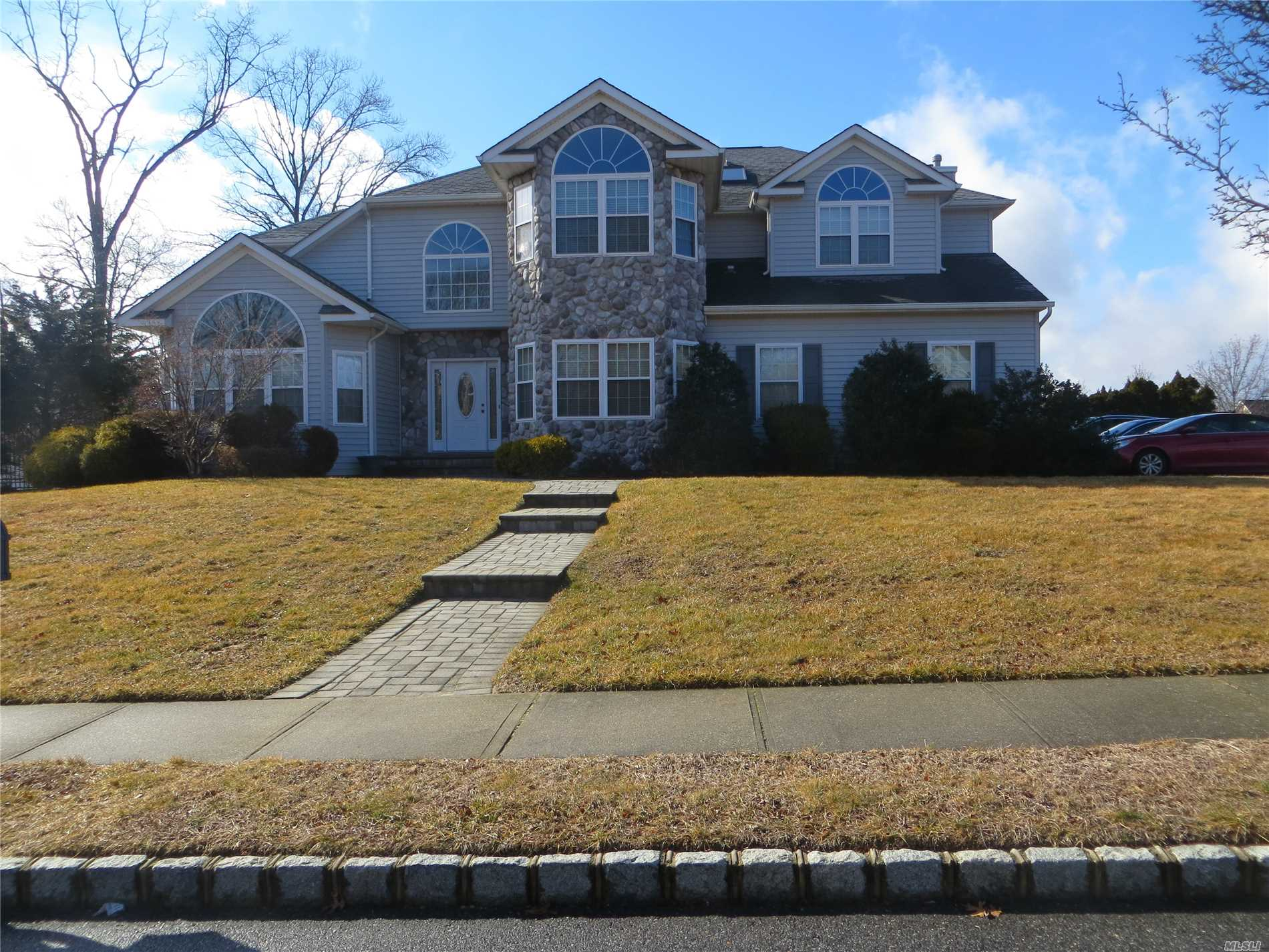 Residential For Sale in 33 Southview Cir, Lake Grove, NY ,11755
