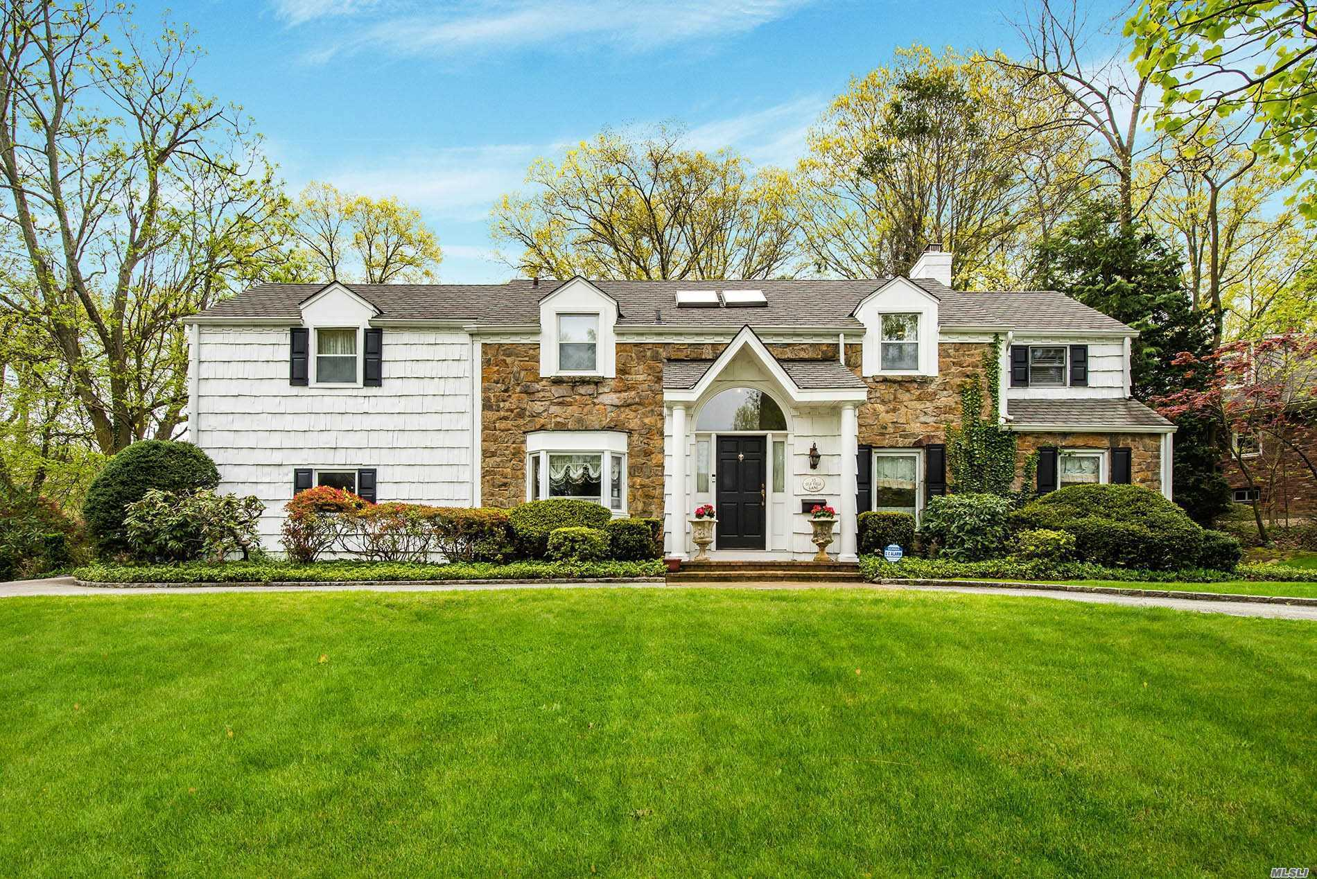 Residential For Sale in 35 Old Field Ln, Great Neck, NY ,11020