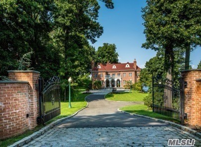 Residential For Sale in 27 Sea Crest Dr, Lloyd Harbor, NY ,11743