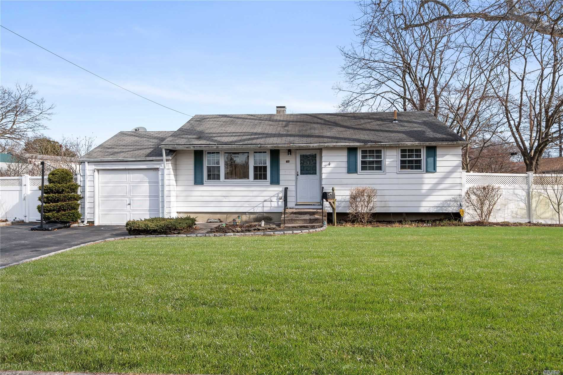 Residential For Sale in 47 Gregory Dr, Lake Ronkonkoma, NY ,11779