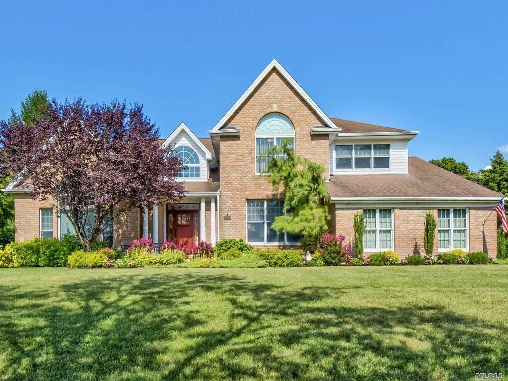 Residential For Sale in 27 Mary Ct, Melville, NY ,11747
