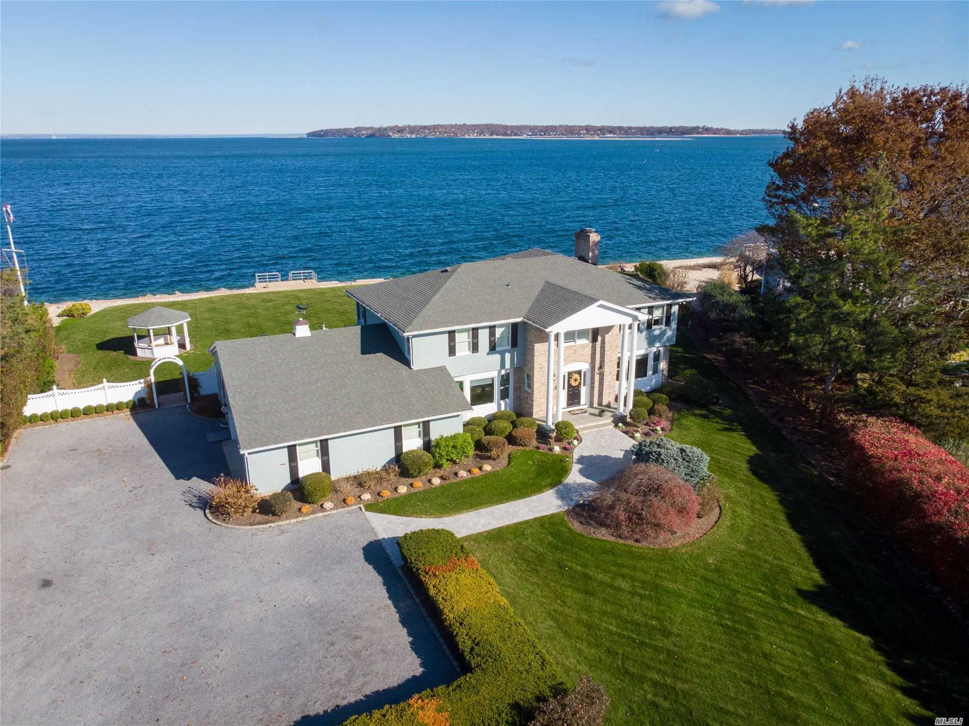 Residential For Sale in 11 Beaux Arts Ln, Huntington Bay, NY ,11743
